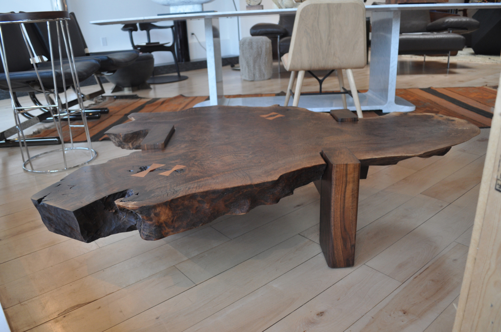 Walnut slab table siglo moderno for Wood slab coffee table